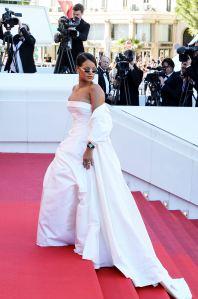 """Rihanna - Montée des marches du film """"Okja"""" lors du 70ème Festival International du Film de Cannes. Le 19 mai 2017. © Borde-Jacovides-Moreau / Bestimage Red carpet for the movie """"Okja"""" during the 70th Cannes International Film festival. On may 19th 2017"""
