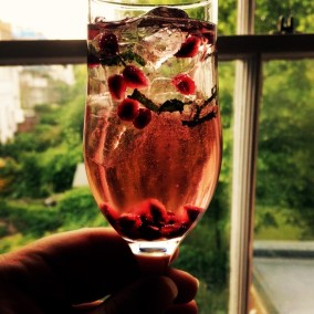 Mint & pomegranate cocktail