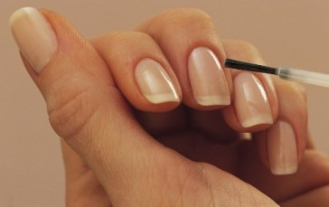 transparent-nailpaint-2