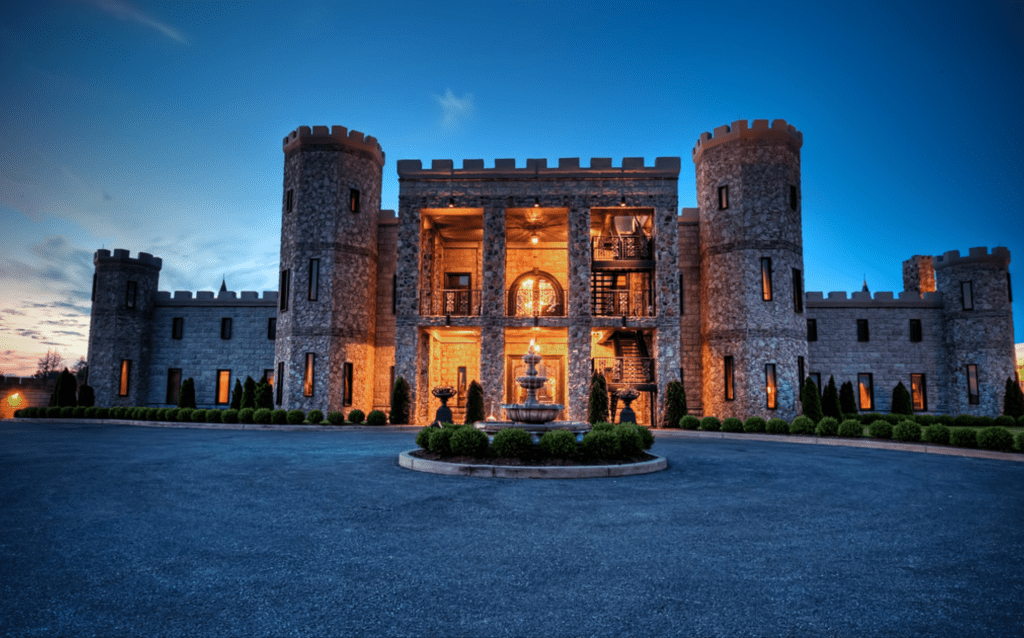 Over the past couple of decades it has underwent several changes, including name changes. It's been known as the Versailles Castle, the Martin Castle, Castle Post, and currently has rebranded and is known as The Kentucky Castle. Inside of The Kentucky Castle is Castle Farms Restaurant which is a farm-to-table restaurant that sources its local ingredients. #castle #farmtotable #travel #food #kentucky