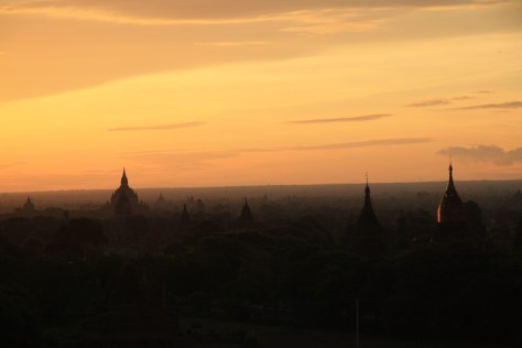 Temples at sunrise - Bagan