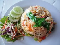Fried rice with seafood and chicken