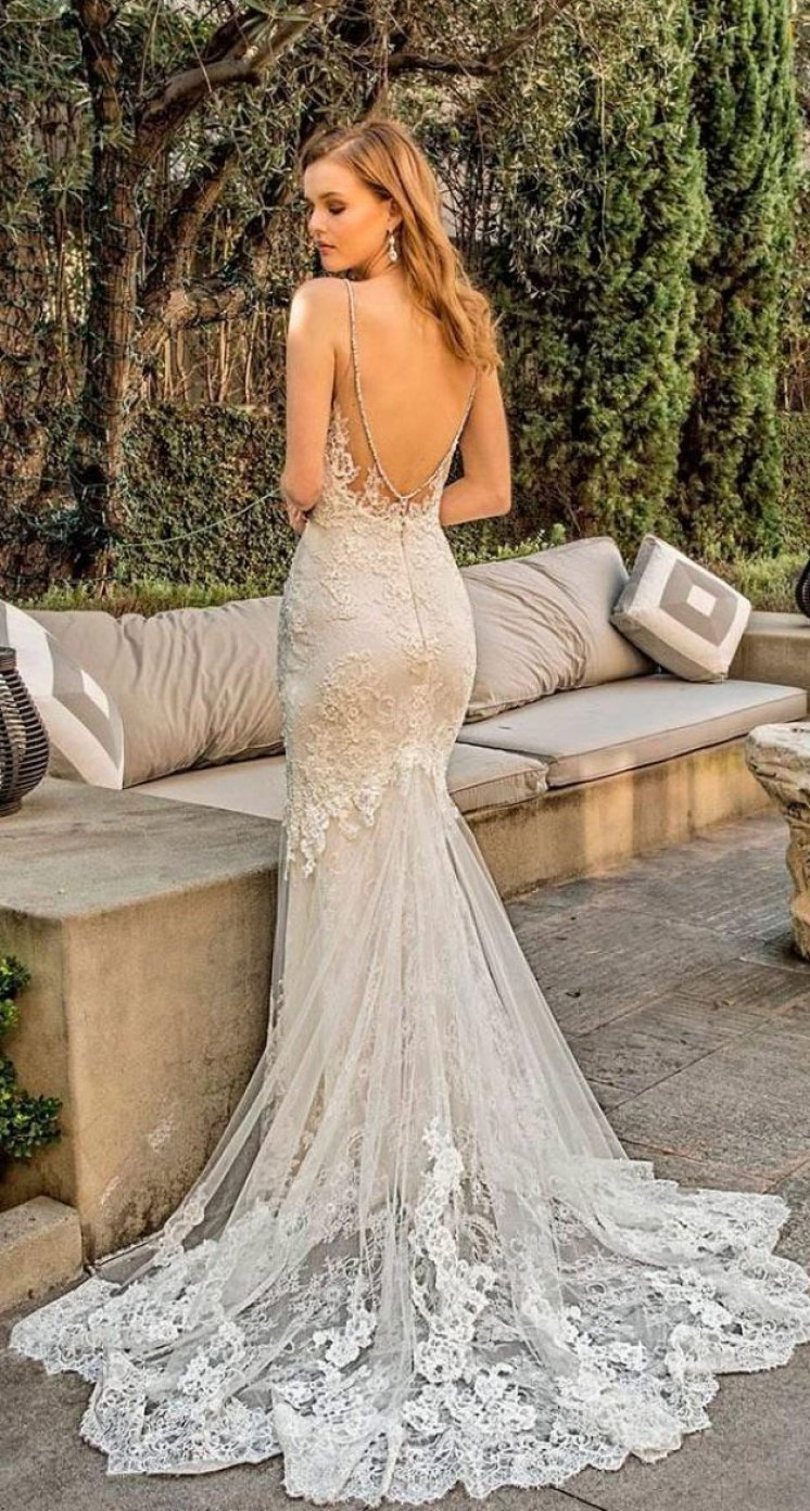 Backless wedding dresses that will blow your mind to the moon and back