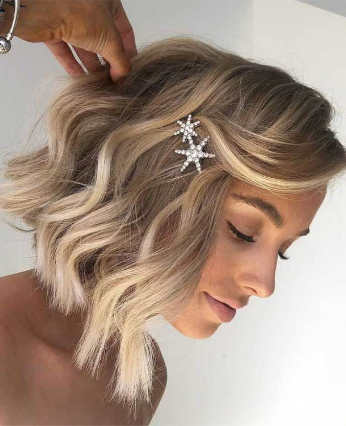 49 Pretty hairstyles that will change your look, pretty hairstyles, #hairstyles , wavy short hair, vanilla blonde hair color
