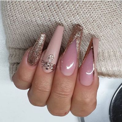 22 pretty mismatched nail trends for 2020, nail art designs, nail art designs 2020, beautiful nail art designs images, latest nail art designs gallery,  latest nail art designs gallery 2020 #nailart #naildesigns mismatched nails , neutral nail art designs