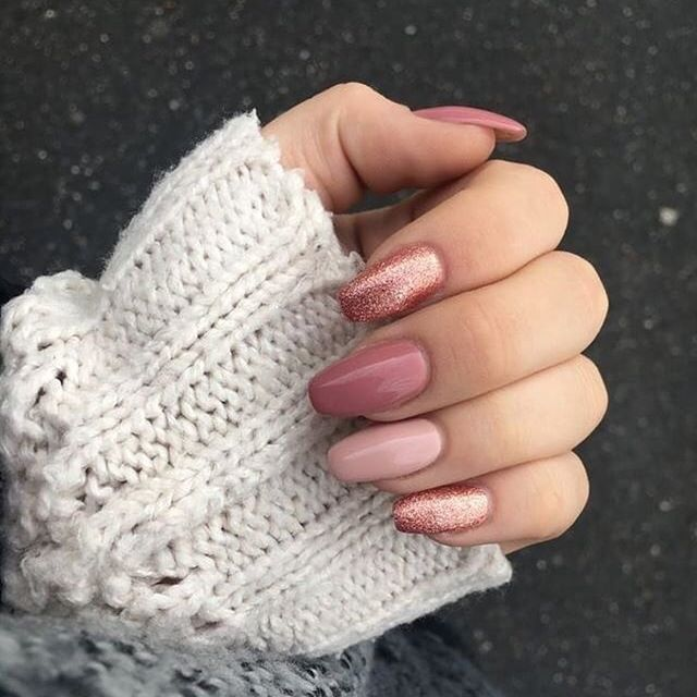 winter nails, winter nail designs, winter nail art, glitter nails, mismatched nails