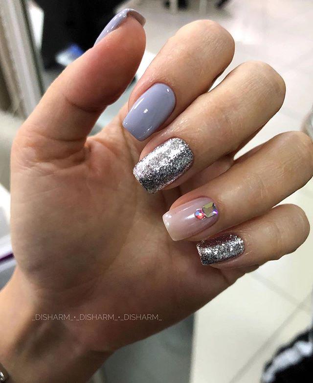 winter nails, winter nail designs, winter nail art, glitter nails, mismatched nails