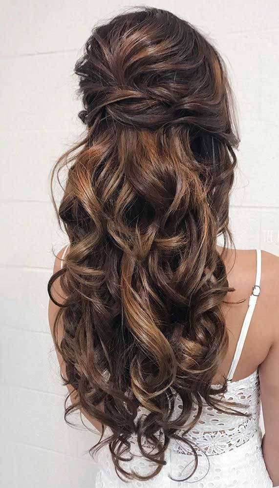 10 bridal hairstyles that perfect for both ceremony & reception , wedding hairstyles, half up half down hairstyle, half up half down bridal hair, half up bridal hairstyles, bridal hairstyle, wedding hair, updos, wedding hair dos, half up wedding hair, hair down wedding hair #weddinghair