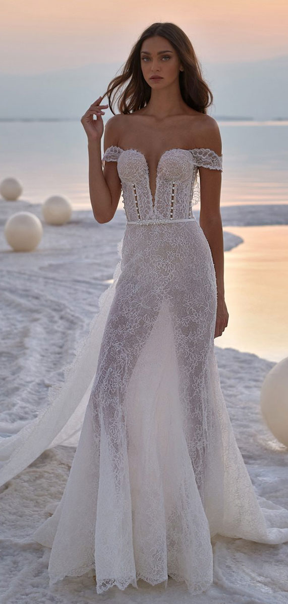 The perfect wedding dress for beach wedding, off the shoulder wedding gown, beach wedding dress, beach wedding gowns, wedding dress, wedding dresses, simple wedding dress ,strapless wedding gown #weddingdress #weddinggown mermaid wedding gown