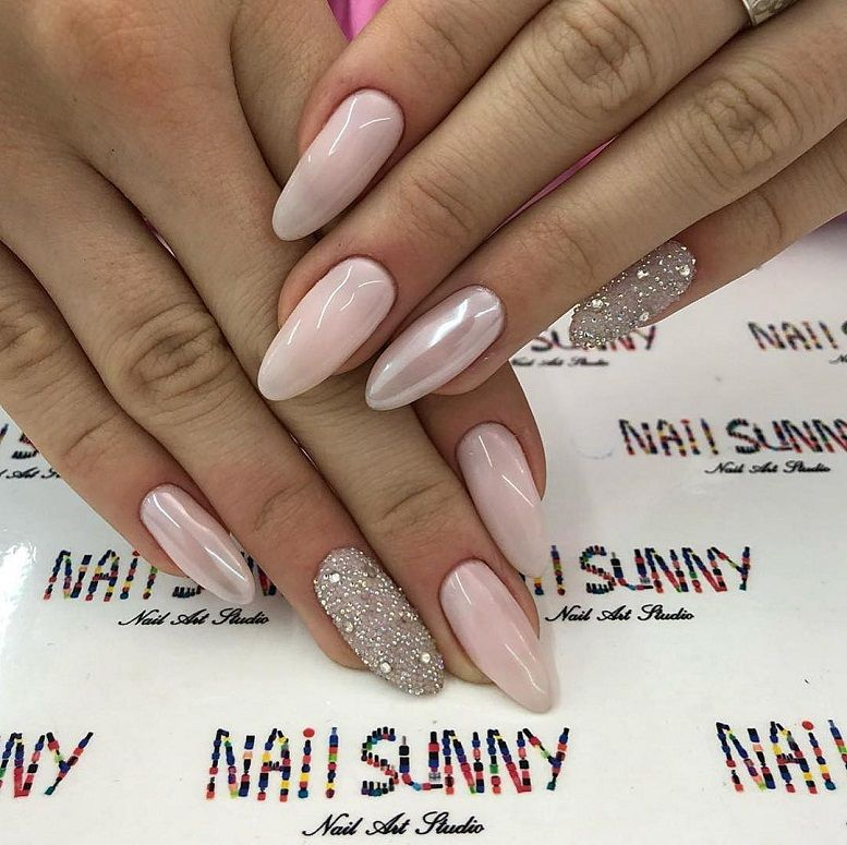 pink nail colors, pink nails with glitter accents, glitter nails, nail art designs, best glitter nails, bridal nails 2020