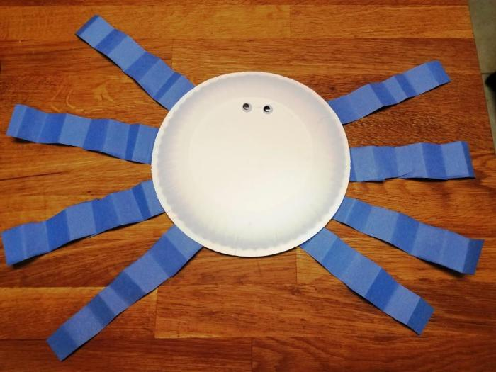 paper plate spider craft 1