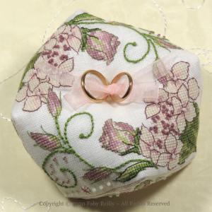 Biscornu Lizzie - Faby Reilly Designs