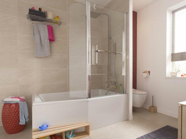baignoire douche le 2 en 1 dans la salle de bains femme actuelle le mag