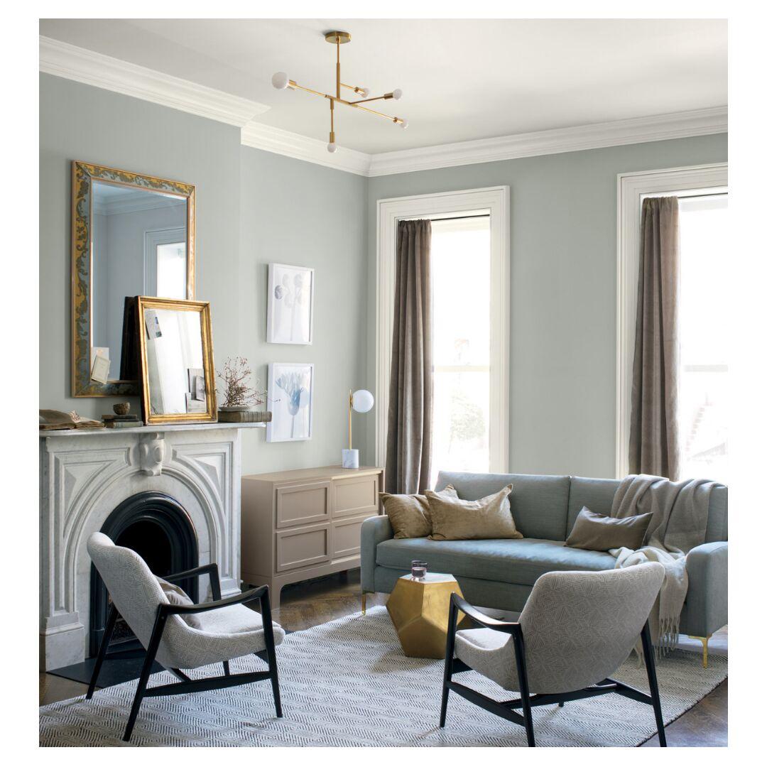 une deco de salon en gris et blanc