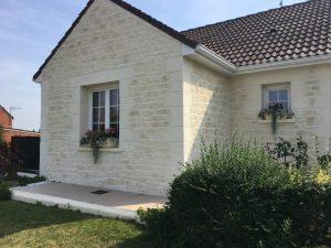 Pierre De Façade Maison enduit pierre et gratté avec encadrements pierre douai 59 - facade-déco