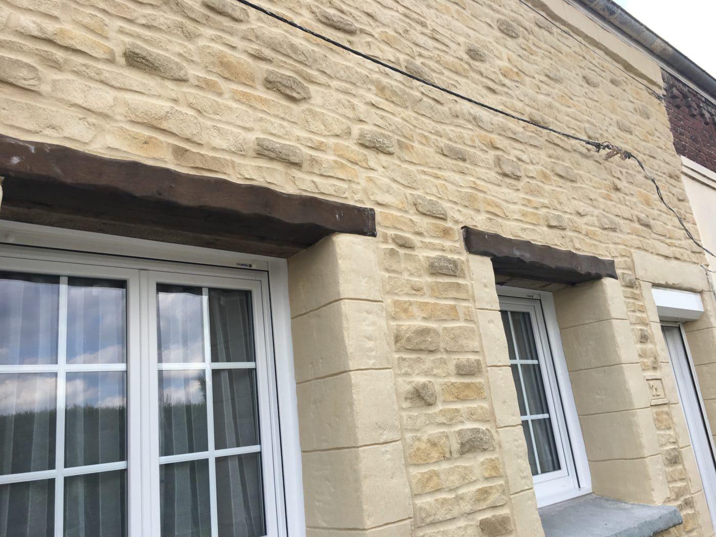 rénovation de façade enduit imitation pierre