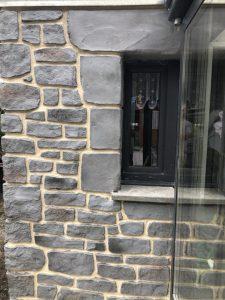 rénovation de façade enduit imitation pierre bleue