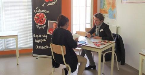 Carrefour Market, entreprise représentée par Sandrine Lapeyre, s'entretient avec l'une des détenues
