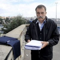 НЕОБИЧАН НАЧИН ДА СКРЕНЕ ПАЖЊУ НА ПРОБЛЕМ: Очај пуковника Лаловића довео на Бранков мост