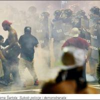 Нови сукоби у САД: Жестоки обрачуни демонстраната и полиције, има рањених (фото, видео)