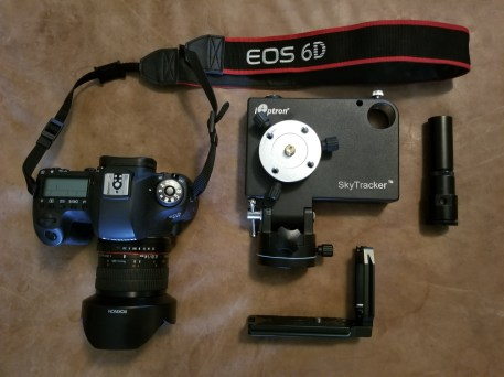 Clockwise from left to right: Canon EOS6D with Rokinon 14mm F/2.8 lens attached, iOptron SkyTracker v2, SkyTracker v2 Polar Scope, 3-Legged Thing L-Bracket.