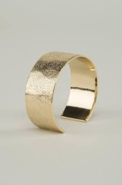 This simple yet stylish sand bangle