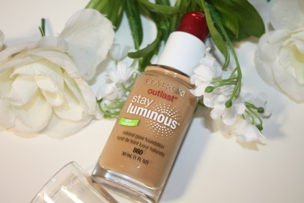 Covergirl-Outlast-Stay-Luminous-Natural-Glow-Foundation-Review-003