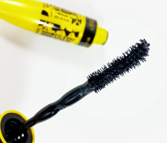 Maybelline-Volum-Express-the-Colossal-Chaotic-Lash-Mascara-review-Maybelline-the-Colossal-Chaotic-Lash-mascara-review-004