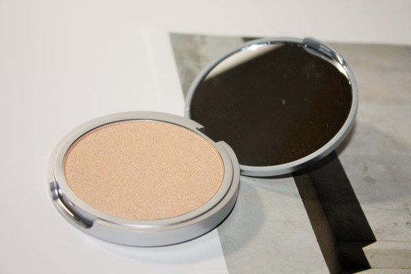 theBalm-Mary-Lou-Manizer-Highlighter-maryloumanizer004