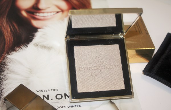 burberry_goldglowpowder-BURBERRY-Gold-Glow-Fragranced-Luminising-Powder002