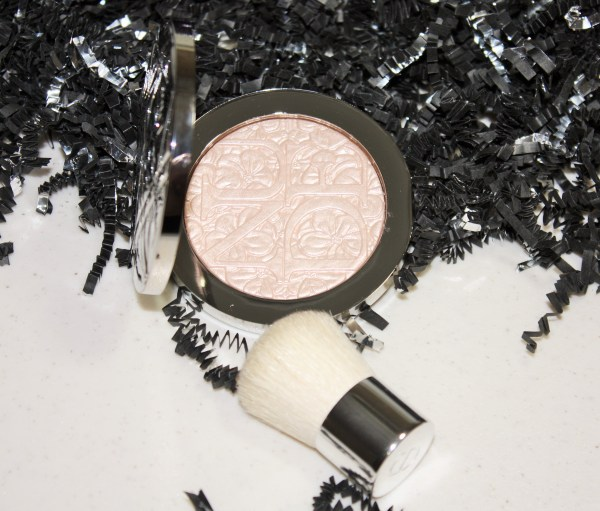 Dior Diorskin Nude Air Glowing Gardens Illuminating Powder in Glowing Pink Review005