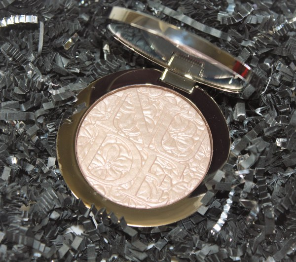 Dior Diorskin Nude Air Glowing Gardens Illuminating Powder in Glowing Pink Review006