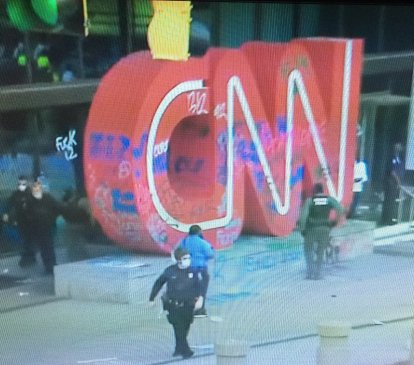 CNN HEADQUARTERS ATLANTA VANDALIZE PROTESTERS FLOYD