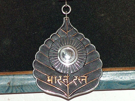 benefits given to bharat ratna awardees_medal