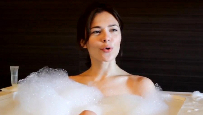 Russian DJ Nina Kraviz addresses <i>that</i> bath shot after Greg Wilson and Maceo Plex have their say