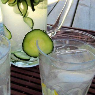 limonada de jengibre, menta y pepino