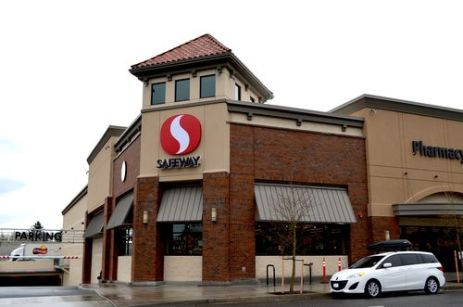 The new Safeway on Hawthorne. A bland pastiche of historicism. Photo: Brian Libby