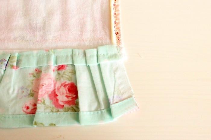 Pretty DIY tea towel, prairie point, diy tea towel, diy kitchen towels, what is a tea towel, sew a tea towel, Spring tea towels