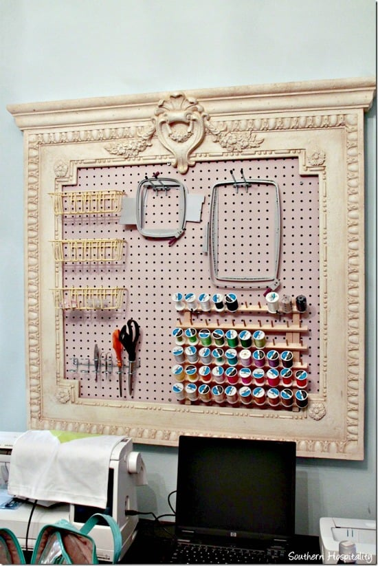 craft board organizing, craft room inspiration, craft peg board, diy craft room pegboard, Craft room, DIY Craft rooms, DIY craft websites, DIY Home Decor, Organization, Craft Organization,