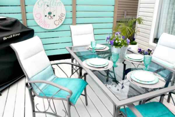 Refinishing outdoor furniture by giving it a chalk paint makeover.