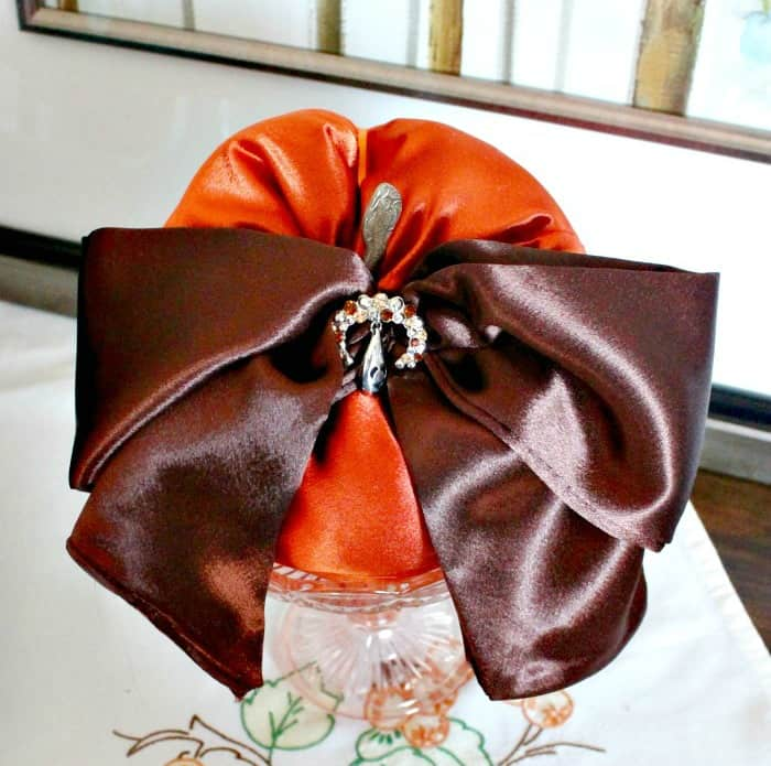 DIY Fabric Pumpkin fall craft with satin and vintage jewelry. How to make fabric pumpkins, satin pumpkins, diy fall decor.