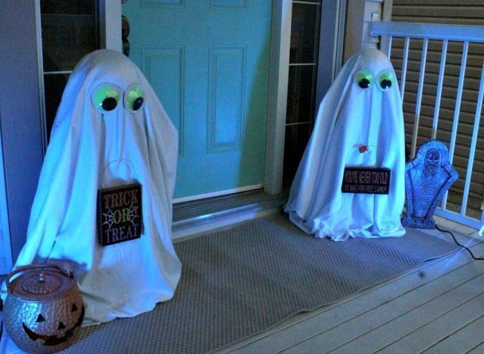 DIY Halloween yard decorations, DIY Halloween porch decorations, Halloween Porch decorations, Halloween front yard decorations, DIY Halloween ghosts