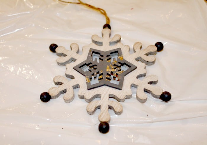 A wood snowflake for a DIY rustic wood sign. DIY snowman decoration, Frosty's baby picture ,DIY snowman crafts, snowman craft ideas