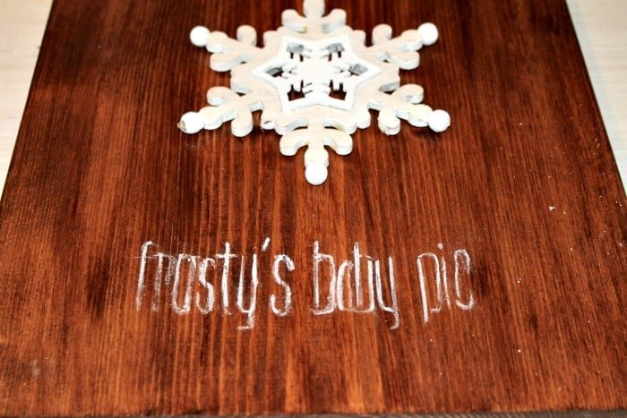 Adding chalk outline to rustic wooden sign for Christmas. DIY snowman decoration, Frosty's baby picture, diy snowman crafts, snowman craft ideas