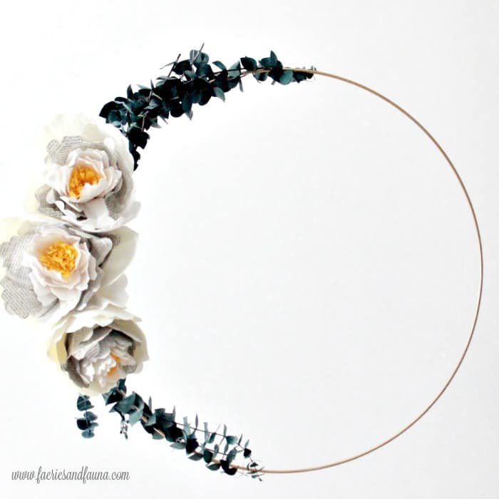 Large elegant hoop wreath, made was a large metal ring, handmade crepe paper flowers and eucalyptus branches. A DIY wreath arrangement. Flower making, how to make paper flowers, flower making with crepe paper, minimalist wreath, elegant wreath, diy wedding decor, paper flowers wedding, book page crafts.