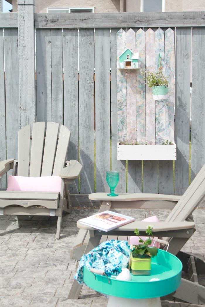 A pallet wood flower box for the back yard, DIY Wood Planter Plan, DIY flower box DIY planter, mod podge projects, mod podge crafts