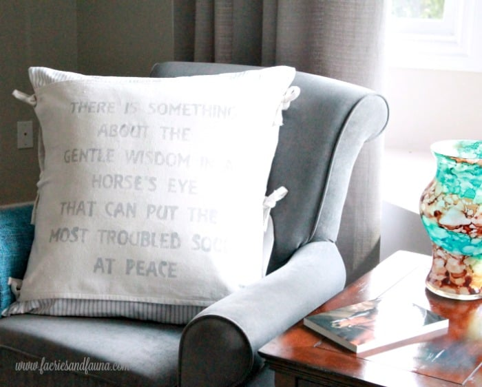 Hand made cushion cover banner made with drop cloth. Cushion making, DIY cushion covers, DIY pillow, making pillow covers, cushion cover making, sewing pillow covers, envelope cover, DIY Cushion Covers