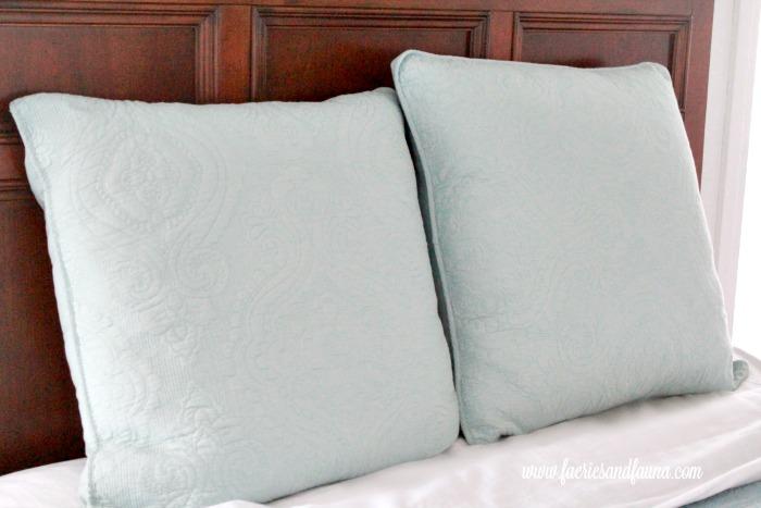 Photo of identical cushion covers, but one has a handmade cushion insert. Cushion making, DIY cushion covers, DIYpillow, making pillow covers, cushion cover making, sewing pillow covers, envelope cover, DIY Cushion Covers