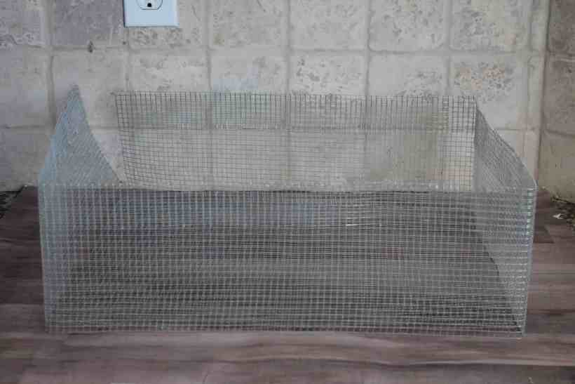 The sides of a DIY wire basket made using hardware cloth. DIY wire baskets, DIY baskets, how to make wire basket, DIY storage baskets,