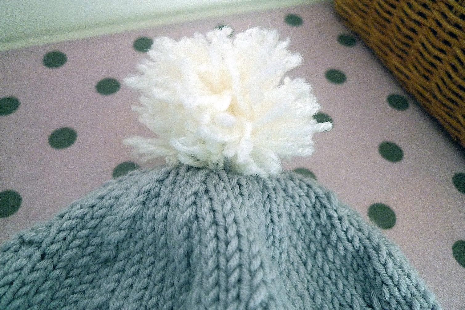 tuto tricoter un bonnet pompon fafaille studio. Black Bedroom Furniture Sets. Home Design Ideas